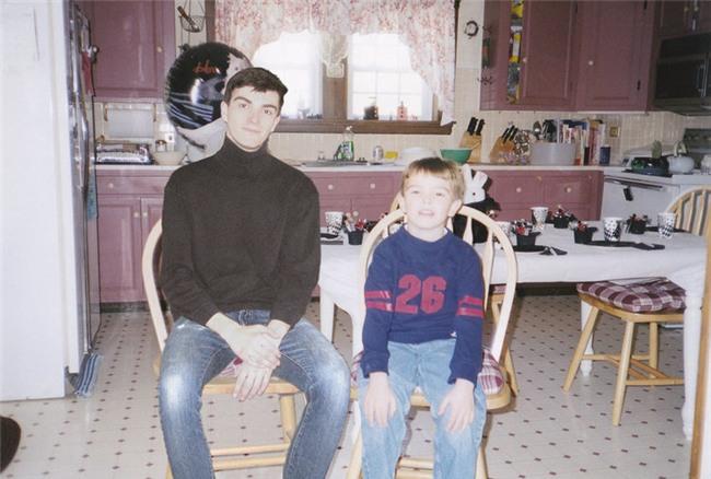Dùng Photoshop ghép ảnh hiện tại vào ảnh lúc bé, chính anh chàng nhân vật chính cũng cảm thấy bất ngờ vì kết quả - Ảnh 5.