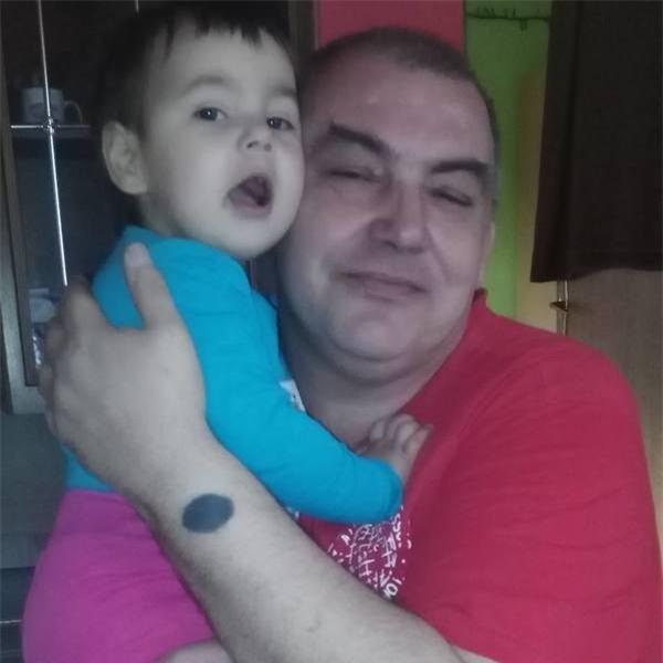 Nụ hôn cuối - khoảnh khắc ám ảnh của người bố từ biệt con gái 2 tuổi qua đời vì bị mẹ đẻ bạo hành - Ảnh 6.