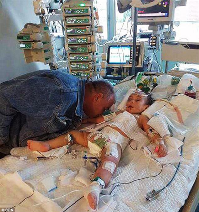 Nụ hôn cuối - khoảnh khắc ám ảnh của người bố từ biệt con gái 2 tuổi qua đời vì bị mẹ đẻ bạo hành - Ảnh 10.