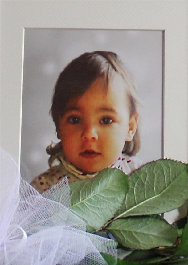 Nụ hôn cuối - khoảnh khắc ám ảnh của người bố từ biệt con gái 2 tuổi qua đời vì bị mẹ đẻ bạo hành - Ảnh 9.