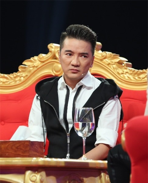 Dam Vinh Hung: 'Chi co Hoai Linh moi co quyen danh toi' hinh anh 2