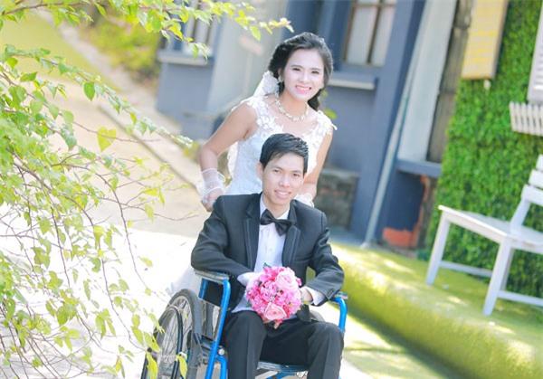 Cô dâu xinh đẹp đẩy xe lăn cho chồng trong đám cưới ở Bắc Giang - Ảnh 2.