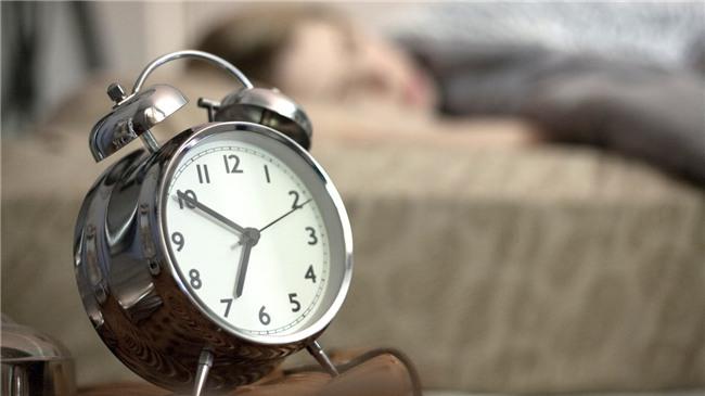 5 chiêu giúp bạn thức dậy mỗi sáng không lo dán mắt vào smartphone - Ảnh 2.