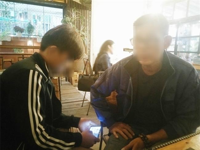 Bé trai 15 tuổi tố bà già U60 cưỡng hiếp đến mắc bệnh: Em cắt tay tự tử mà không chết, em nhục nhã lắm - Ảnh 1.