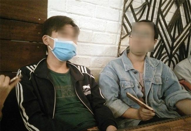 Bé trai 15 tuổi tố bà già U60 cưỡng hiếp đến mắc bệnh: Em cắt tay tự tử mà không chết, em nhục nhã lắm - Ảnh 5.