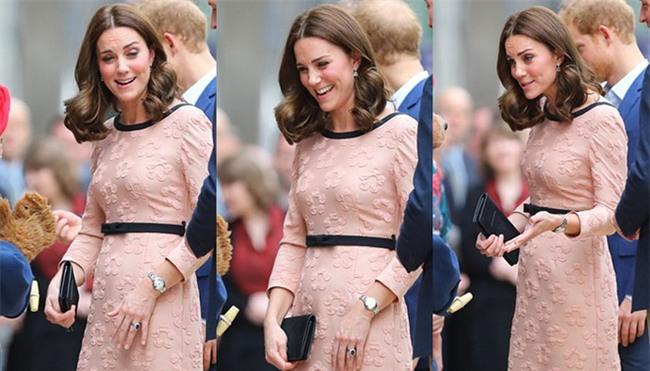 Công nương Kate bất ngờ xuất hiện rạng rỡ, khiêu vũ trên sân ga London - Ảnh 10.