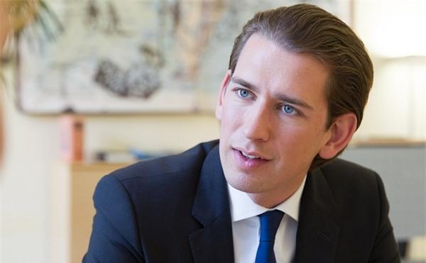Tân Thủ tướng Áo tài giỏi đẹp trai và chuyện tình 13 năm được tiết lộ khiến các nàng mộng mơ hết hy vọng - Ảnh 1.