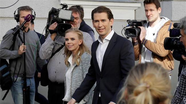 Tân Thủ tướng Áo tài giỏi đẹp trai và chuyện tình 13 năm được tiết lộ khiến các nàng mộng mơ hết hy vọng - Ảnh 3.