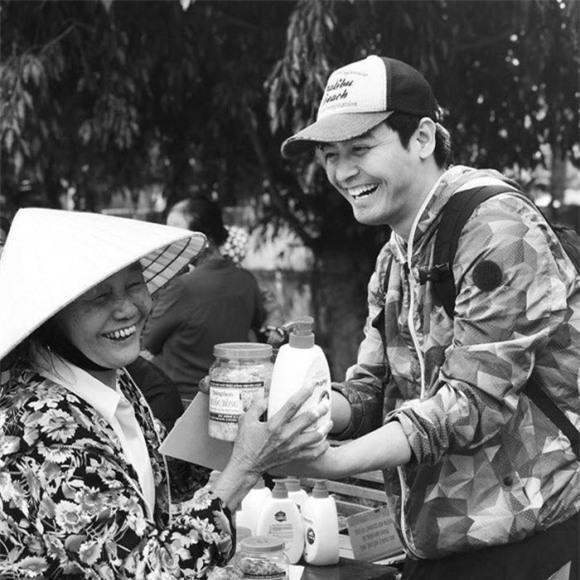 chuyện làng sao,sao Việt,MC Phan Anh,Phan Anh làm từ thiện
