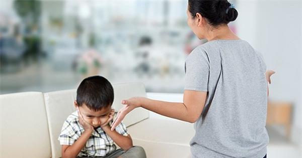 Cái kết bi thảm khi bố phạt con đứng ngoài trời lúc 3h sáng chỉ vì bé không uống hết sữa - Ảnh 2.