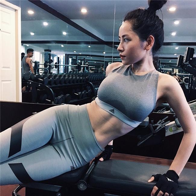 Tung clip hậu trường MV Từ hôm nay, Chi Pu lại bị soi đã dao kéo vì vòng 1 to ra trông thấy! - Ảnh 3.
