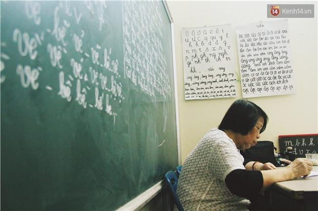 Bà giáo già 74 tuổi mở lớp học cho những đứa trẻ đặc biệt được bầu bạn với nhau - Ảnh 8.