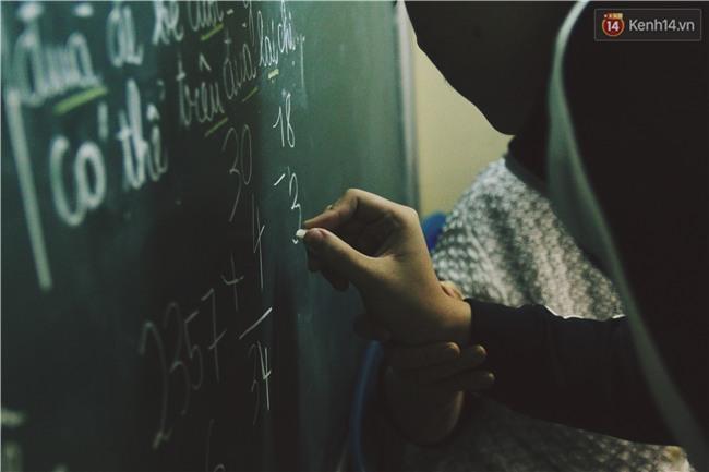 Bà giáo già 74 tuổi mở lớp học cho những đứa trẻ đặc biệt được bầu bạn với nhau - Ảnh 9.
