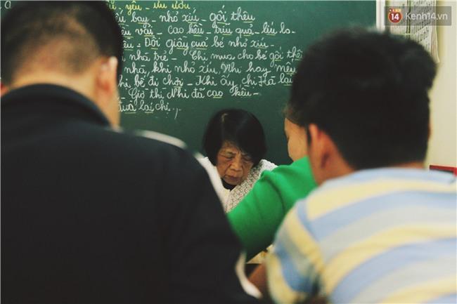 Bà giáo già 74 tuổi mở lớp học cho những đứa trẻ đặc biệt được bầu bạn với nhau - Ảnh 13.