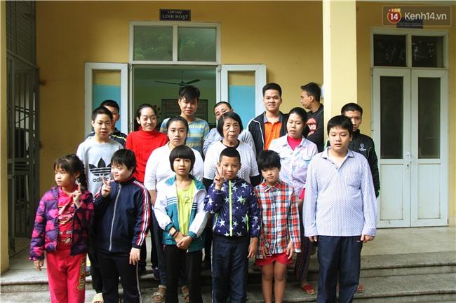 Bà giáo già 74 tuổi mở lớp học cho những đứa trẻ đặc biệt được bầu bạn với nhau - Ảnh 15.