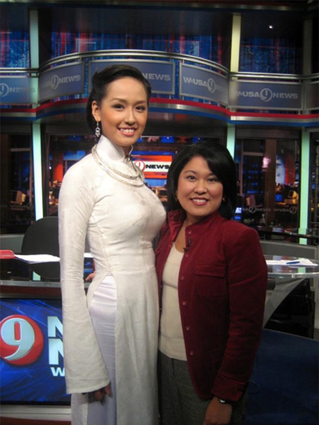Clip khả năng tiếng Anh của Hoa hậu Mai Phương Thúy: Trả lời phỏng vấn cực trôi chảy trên đài CBS (Mỹ)! - Ảnh 2.