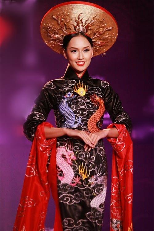 Clip khả năng tiếng Anh của Hoa hậu Mai Phương Thúy: Trả lời phỏng vấn cực trôi chảy trên đài CBS (Mỹ)! - Ảnh 3.