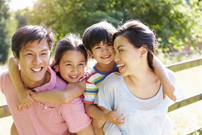Nếu cha mẹ không có 10 thói quen này, thì đừng mong có thể dạy con nên người - Ảnh 1.
