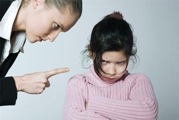 Mắc 10 thói quen không hay dưới đây, con bạn sẽ trở nên khó dạy và xấu tính - Ảnh 5.