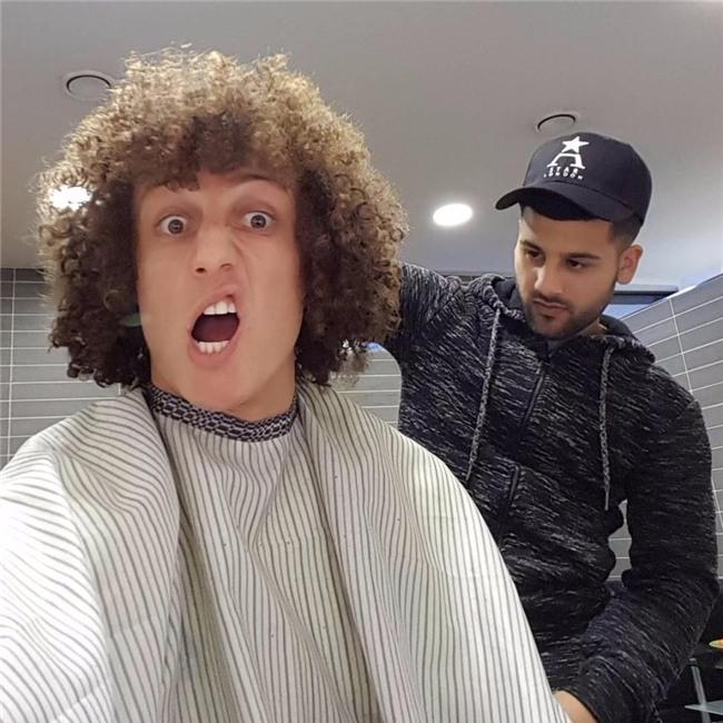 Đây là thợ cắt tóc cầm đầu cả dàn sao Chelsea và Paul Pogba - Ảnh 2.