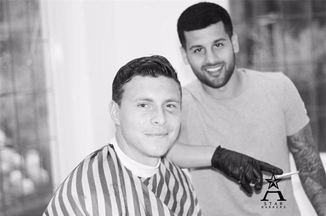 Đây là thợ cắt tóc cầm đầu cả dàn sao Chelsea và Paul Pogba - Ảnh 4.