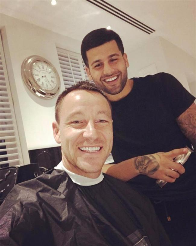 Đây là thợ cắt tóc cầm đầu cả dàn sao Chelsea và Paul Pogba - Ảnh 5.