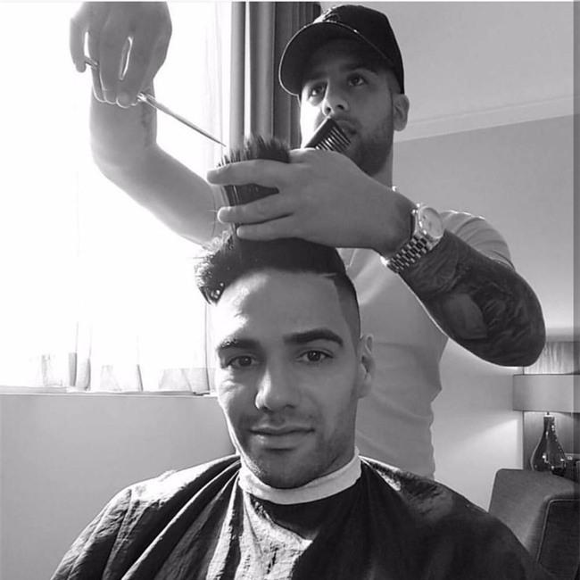Đây là thợ cắt tóc cầm đầu cả dàn sao Chelsea và Paul Pogba - Ảnh 6.