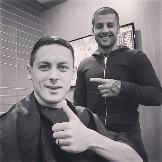 Đây là thợ cắt tóc cầm đầu cả dàn sao Chelsea và Paul Pogba - Ảnh 7.