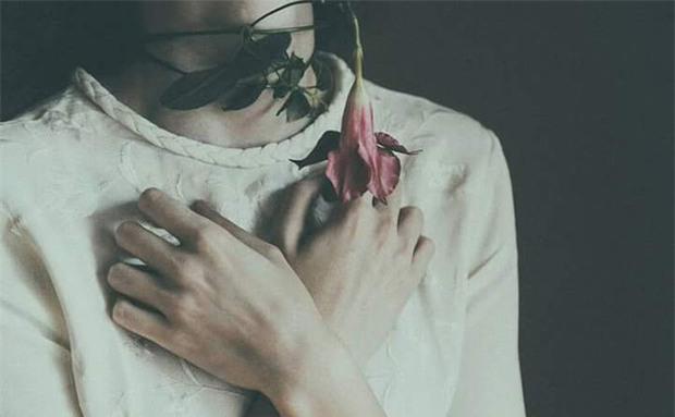 Khi người yêu cũ gõ cửa... bài viết phụ nữ nào cũng nên đọc để không phải lau nước mắt thêm lần nữa - Ảnh 1.