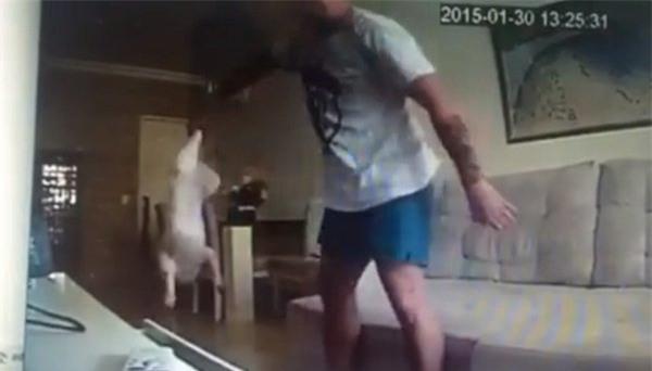 Xem camera an ninh thấy một cảnh tượng kinh hãi, cô gái quyết định hủy hôn ngay lập tức - Ảnh 3.