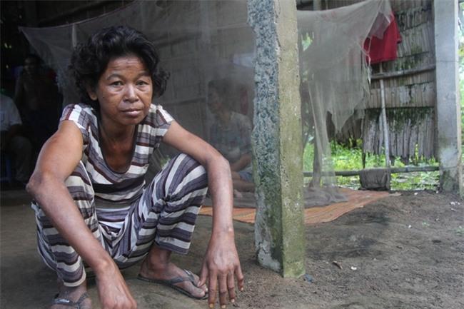 Người mẹ già xin từng bữa ăn nuôi 4 người con tâm thần ngã quỵ khi người con gái út té sông mà chết - Ảnh 3.