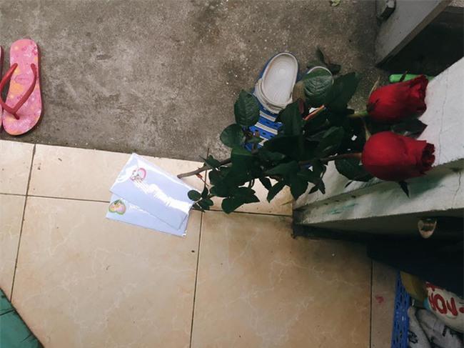 Chị em tới tấp khoe quà 20/10: hết vàng bạc hột xoàn, hoa lá, cua biển... đến xe ga, điện thoại hịn - Ảnh 10.