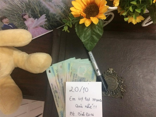 Chị em tới tấp khoe quà 20/10: hết vàng bạc hột xoàn, hoa lá, cua biển... đến xe ga, điện thoại hịn - Ảnh 12.