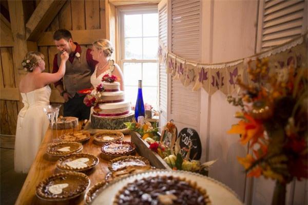"""Cầu hôn và trao lời thề nguyện với cả hai chị em gái, đám cưới """"tay ba"""" này đã làm cho quan khách xúc động rơi lệ - Ảnh 9."""