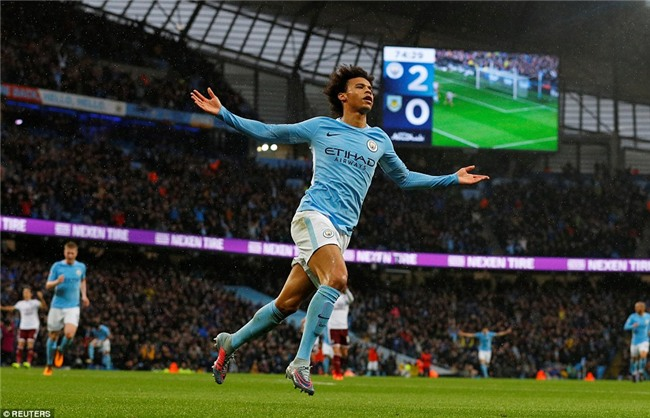 Aguero đi vào lịch sử, Man City nới rộng cách biệt với Man Utd lên 5 điểm - Ảnh 4.