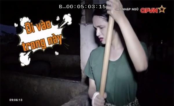 Chết cười khi xem Hương Giang Idol dọn chuồng lợn trong quân ngũ-2