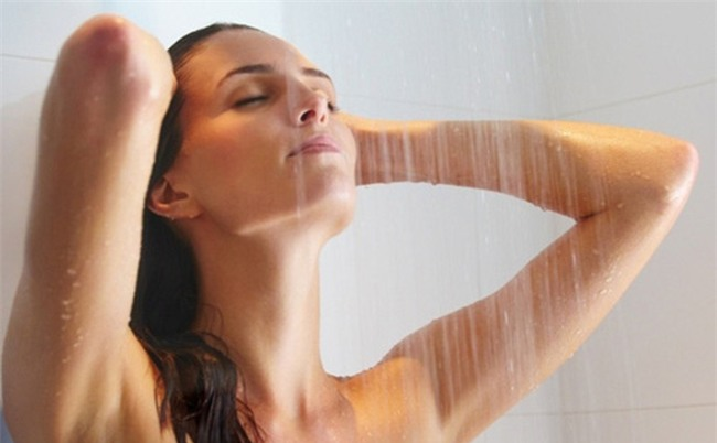 9 sai lầm bạn thường mắc phải khi tắm trong mùa đông
