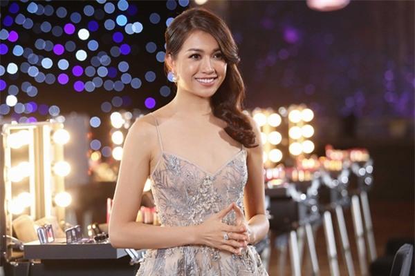 Sau 3 tập thất bại, Hoàng Thùy và Mâu Thủy có chiến thắng đầu tiên tại Hoa hậu Hoàn vũ Việt Nam-1