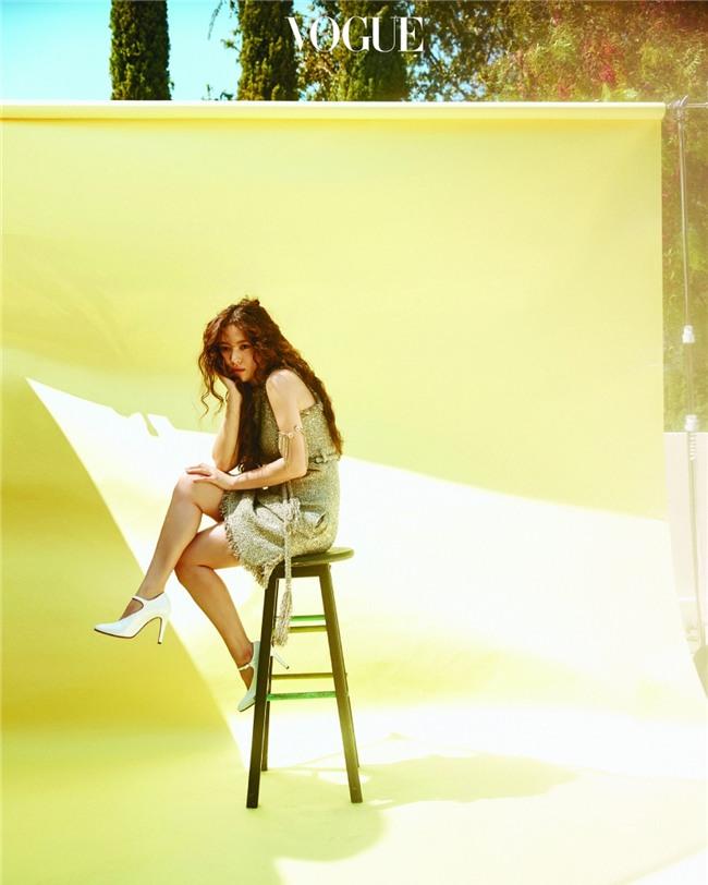 Clip hot: Cô dâu tháng 10 Song Hye Kyo đội khăn voan cực đẹp, đeo nhẫn kim cương ngón áp út chụp hình tại Mỹ - Ảnh 15.
