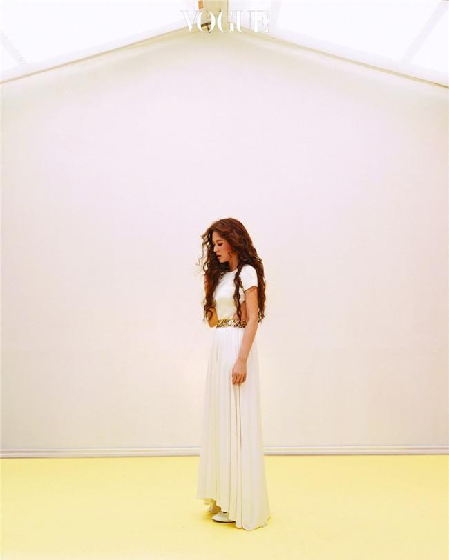 Clip hot: Cô dâu tháng 10 Song Hye Kyo đội khăn voan cực đẹp, đeo nhẫn kim cương ngón áp út chụp hình tại Mỹ - Ảnh 16.
