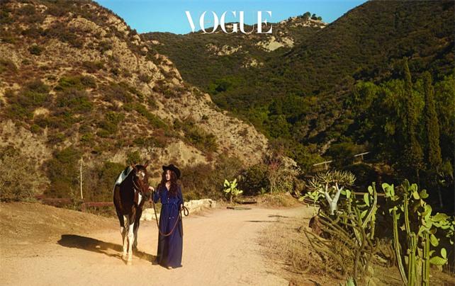 Clip hot: Cô dâu tháng 10 Song Hye Kyo đội khăn voan cực đẹp, đeo nhẫn kim cương ngón áp út chụp hình tại Mỹ - Ảnh 18.