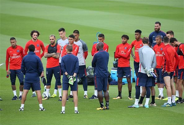 Neymar lam loan, cai HLV Emery hinh anh 1
