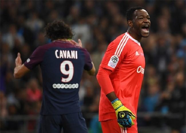 Neymar nhận thẻ đỏ, được cảnh sát bảo vệ lúc đá phạt góc - Ảnh 5.