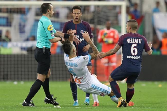 Neymar nhận thẻ đỏ, được cảnh sát bảo vệ lúc đá phạt góc - Ảnh 10.