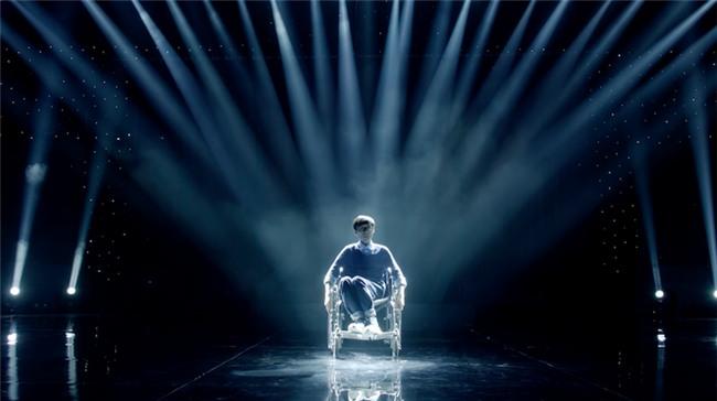 Glee: Angela Phương Trinh, Hòa Minzy ngồi hát trên xe lăn-6