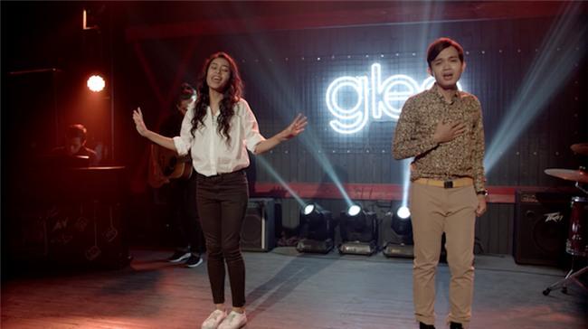 Glee: Angela Phương Trinh, Hòa Minzy ngồi hát trên xe lăn-7