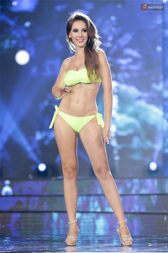 """""""Mãn nhãn"""" trước đường cong nóng bỏng của dàn thí sinh """"Miss Grand International 2017"""" trong phần thi bikini tại Bán kết - Ảnh 7."""