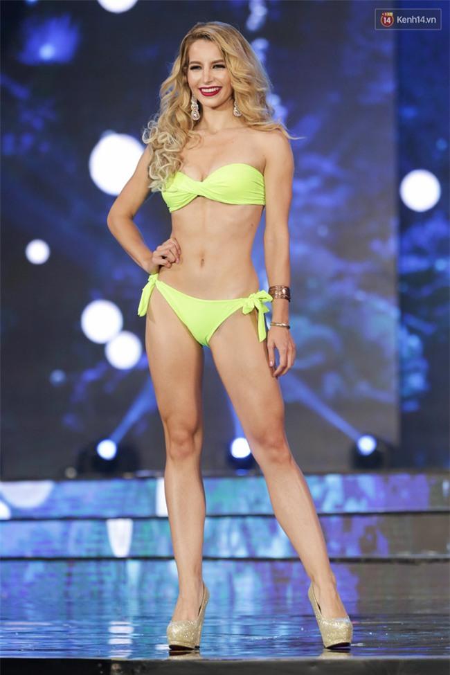 """""""Mãn nhãn"""" trước đường cong nóng bỏng của dàn thí sinh """"Miss Grand International 2017"""" trong phần thi bikini tại Bán kết - Ảnh 3."""