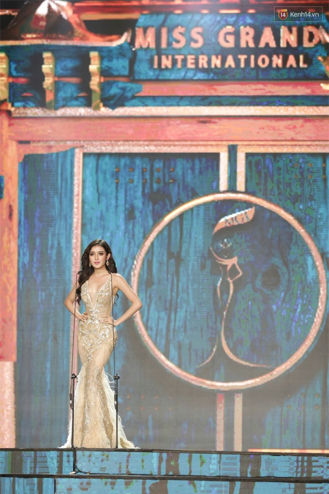 Huyền My cùng dàn thí sinh Miss Grand International 2017 rực rỡ trong trang phục dạ hội - Ảnh 7.