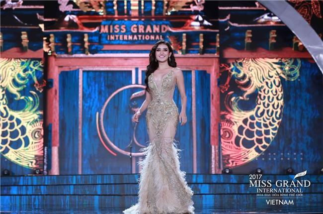 Huyền My cùng dàn thí sinh Miss Grand International 2017 rực rỡ trong trang phục dạ hội - Ảnh 8.